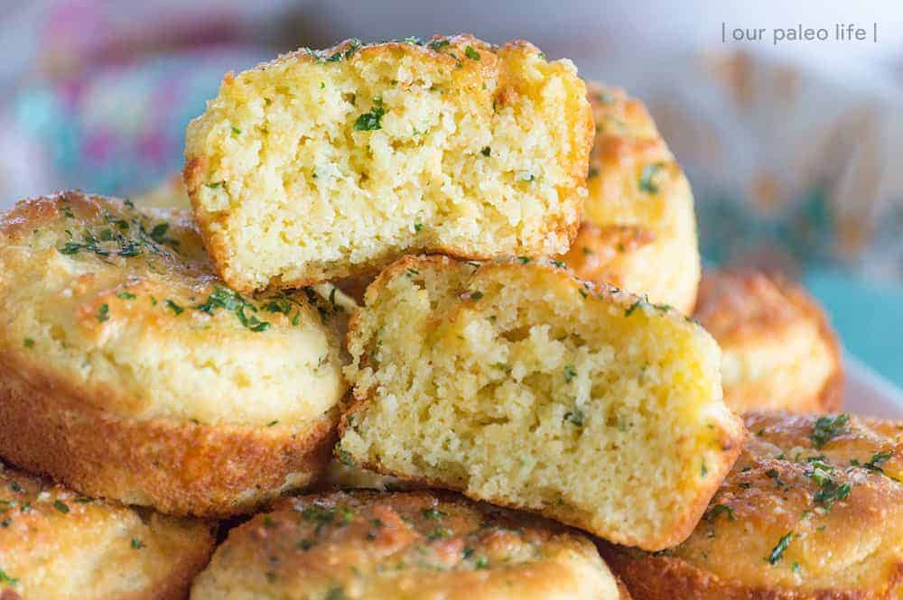 Low-Carb Cheddar Garlic Biscuits {copycat Cheddar Bay Biscuits}